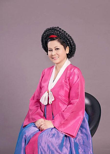 """Minh Hằng làm """"mama Chue"""" trong Táo quân 2014 8"""