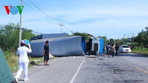 Hình ảnh vụ tai nạn thảm khốc tại Thái Lan làm 12 người Việt tử nạn 1