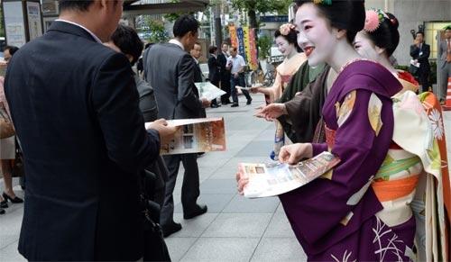 Ngắm các nữ sinh geisha Nhật xinh đẹp xuống phố 3