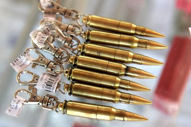Hàng lưu niệm bằng vỏ đạn giá dưới 100.000 đồng ở Sài Gòn 3