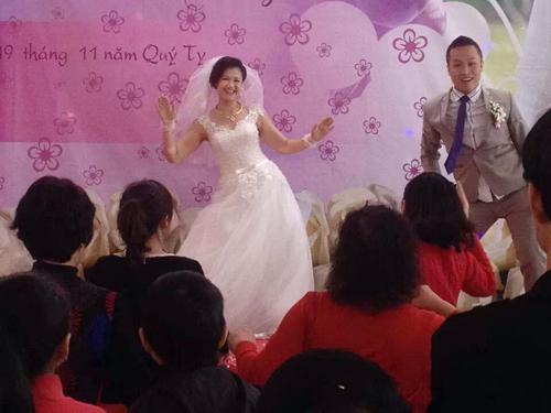 Cô dâu chú rể nhảy cuồng nhiệt trong đám cưới 2