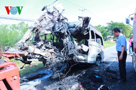 Hình ảnh vụ tai nạn thảm khốc tại Thái Lan làm 12 người Việt tử nạn 4