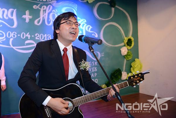 GS Xoay song ca cùng vợ trong đám cưới 4