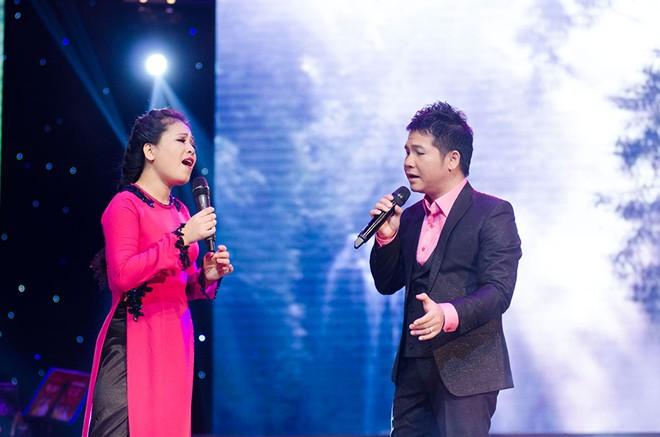 Bà xã ân cần chăm sóc Trọng Tấn ở hậu trường sân khấu 7