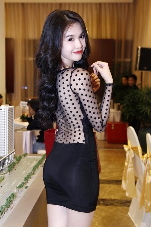 Phong cách thời trang quyến rũ của Ngọc Trinh 42