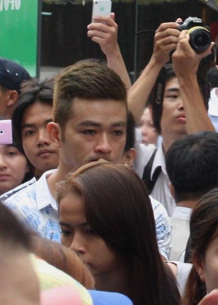 Gia đình và bạn bè đẫm lệ đưa tiễn Wanbi Tuấn Anh 13