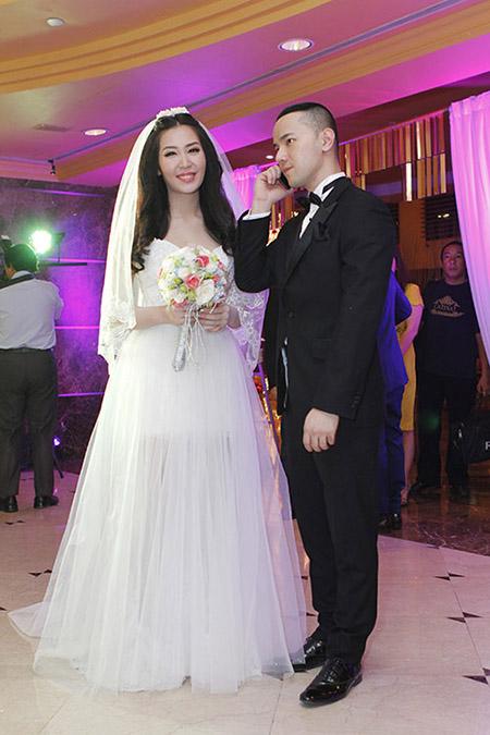 Cô dâu Thuỳ Trang lấp ló ngực đầy 11