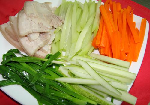 Hấp dẫn thịt ba rọi cuộn rau củ 2