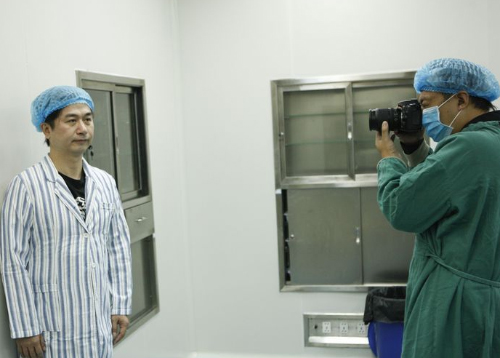 Chồng đi phẫu thuật thẩm mỹ vì... vợ trẻ hơn 24 tuổi 2