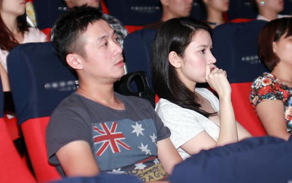 Vợ MC Anh Tuấn bất ngờ xuất hiện ở buổi ra mắt phim 1