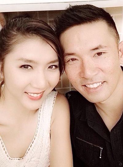 Ngọc Quyên bất ngờ đăng ảnh đeo nhẫn đính hôn 2