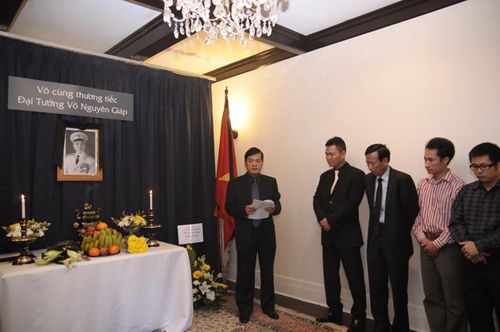 Lễ viếng Đại tướng Võ Nguyên Giáp ở nước ngoài 3