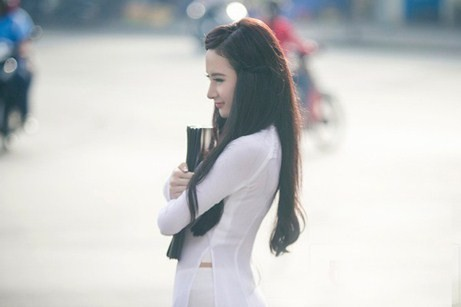 Angela Phương Trinh hiền dịu, mỏng manh trong tà áo dài trắng 11