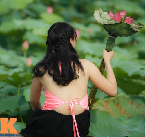 Hà Nội: Lên bà ngoại vẫn mặc yếm chụp ảnh sen 10