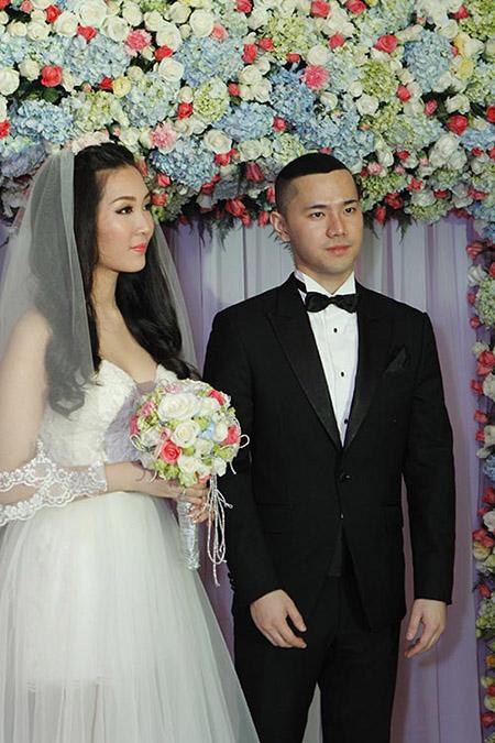 Cô dâu Thuỳ Trang lấp ló ngực đầy 9