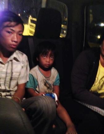 Tìm thấy cháu bé 3 tuổi bị ép đi ăn xin, bạo hành 5