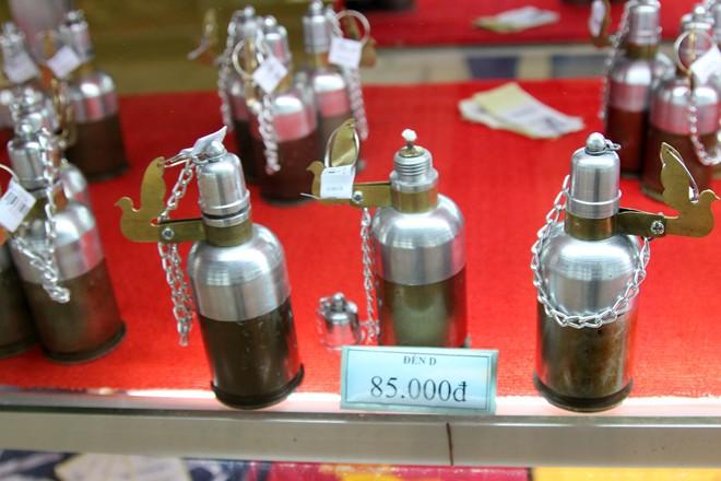 Hàng lưu niệm bằng vỏ đạn giá dưới 100.000 đồng ở Sài Gòn 1
