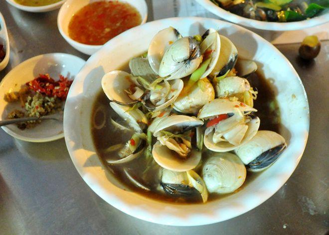 Quán hải sản ngon rẻ hiếm thấy khu phố cổ 5