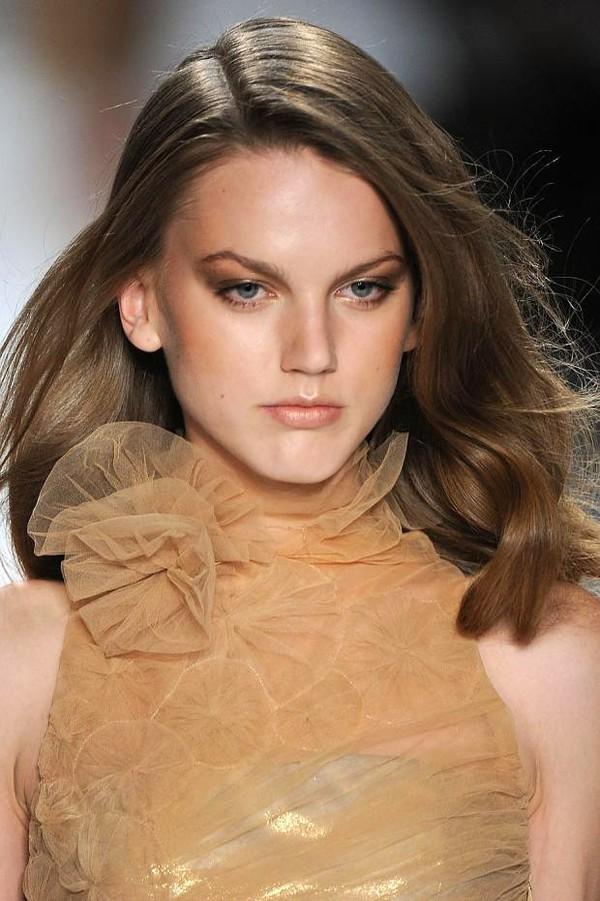 Bí quyết chọn tóc xoăn che khuyết điểm khuôn mặt 11
