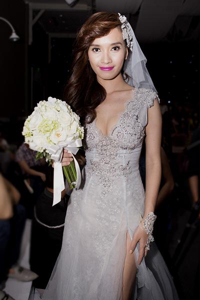Chú rể Trấn Thành hạnh phúc bên cô dâu gợi cảm Hồ Ngọc Hà 5