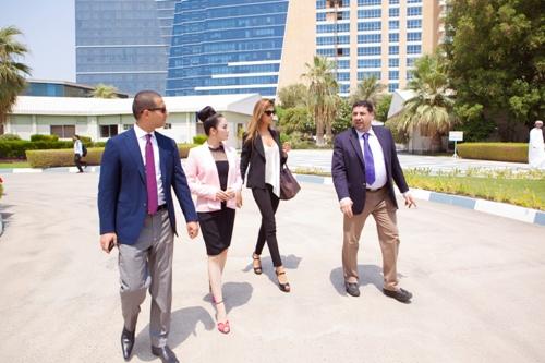 Lý Nhã Kỳ thanh lịch khi làm việc với nhiều trường đại học ở Dubai 1