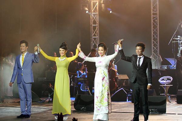 Hồng Nhung mặc váy đụp, hát như nhập đồng 12