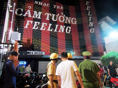 Công an bất ngờ ập vào bar lớn nhất quận Tân Bình 1