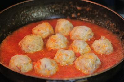 Thịt viên bọc trứng cút sốt cà chua 10