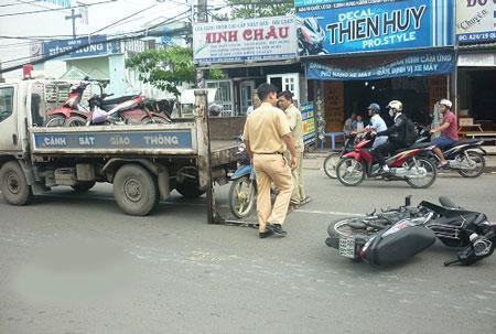 Nam thanh niên vỡ toác đầu sau cú tông xe máy ở Sài Gòn 2