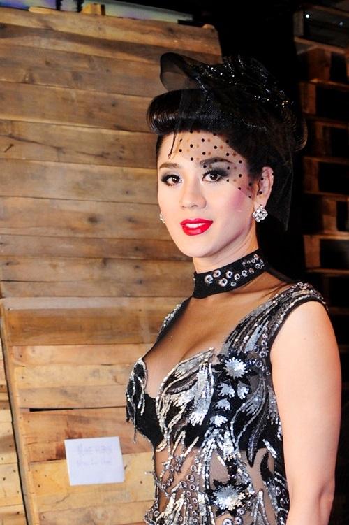 Choáng vì Lâm Chi Khanh váy xuyên thấu táo bạo khoe dáng 8