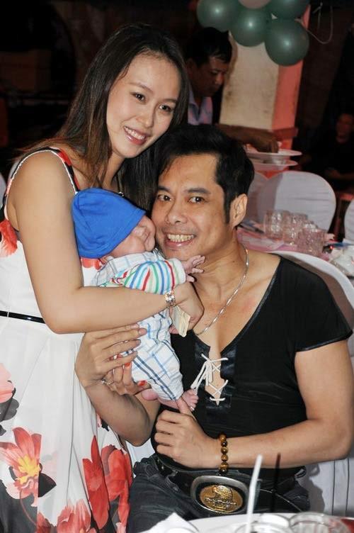 Nhận con nuôi, sao Việt độc thân lên chức bố, chức mẹ 1
