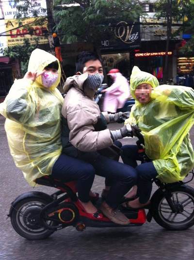 Những pha 'làm xiếc' khó tin của xe đạp điện 5
