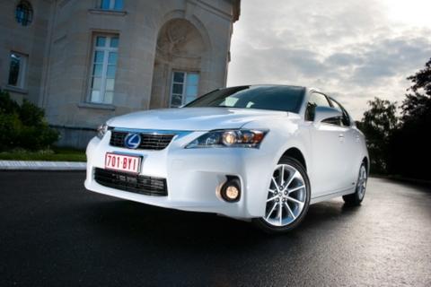 Top 10 xe sang tiết kiệm xăng nhất 3