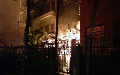 Nổ bình gas, quán ăn cháy lớn trong đêm ở Hà Nội 2
