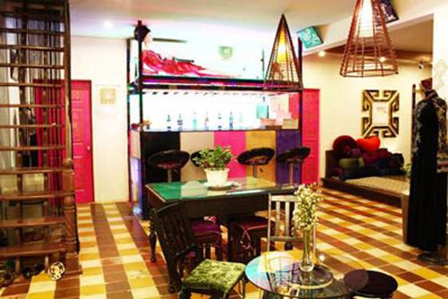 Căn nhà rực rỡ của nhà thiết kế Võ Việt Chung 5