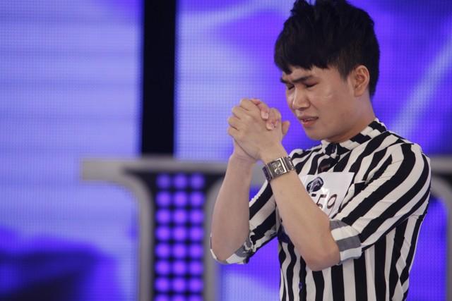 Quân Kun khiến giám khảo Idol hoảng sợ vì màn quỳ van xin 2