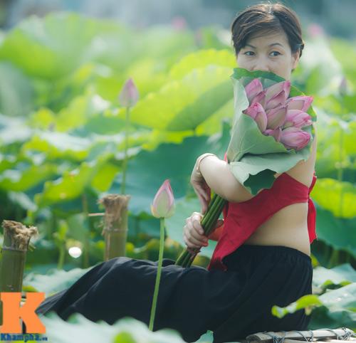 Hà Nội: Lên bà ngoại vẫn mặc yếm chụp ảnh sen 11