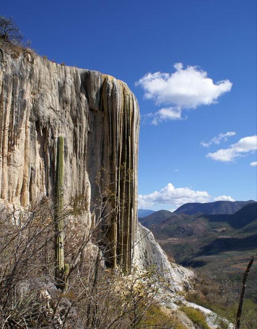 """Những thác nước """"kỳ lạ"""" nhất thế giới 13"""