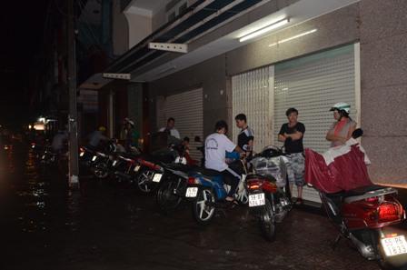 TPHCM bị ngập khủng khiếp sau trận mưa và triều cường 4
