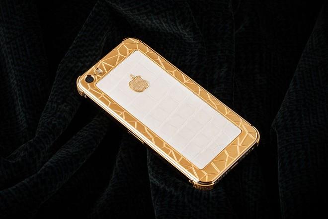 iPhone 5S mạ vàng bọc da cá sấu giá 35 triệu ở VN 1