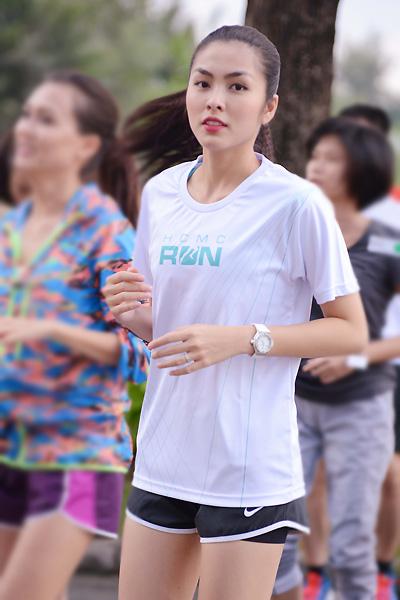 Tăng Thanh Hà chạy bộ vẫn rạng rỡ 5