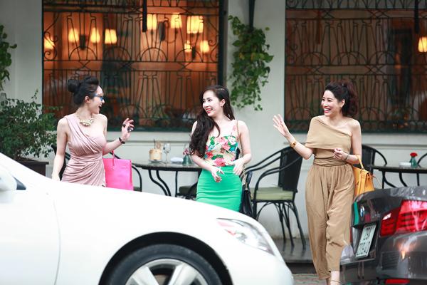 Quỳnh Nga khoe dáng chuẩn bên ô tô 4 tỷ mới mua 5