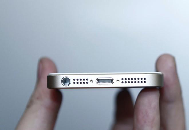 Mở hộp iPhone 5S vừa về Việt Nam 9