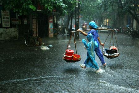 Miền Bắc mưa giông 3 ngày đầu tuần, đề phòng lũ quét 1