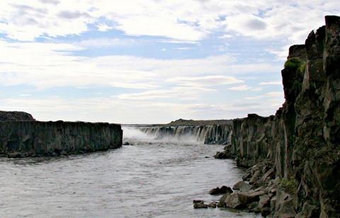 """Vẻ đẹp """"mê hồn"""" của thác nước 'dữ dội' nhất châu Âu 3"""