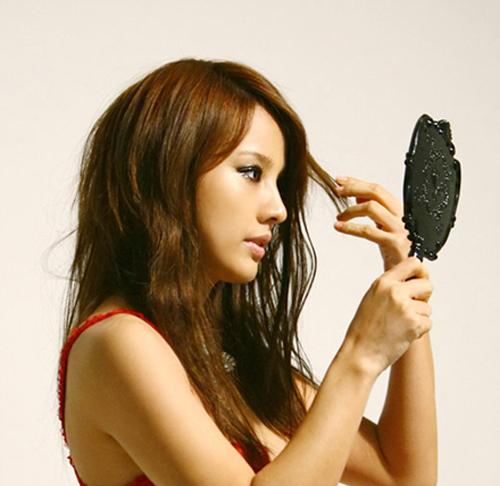 10 lý do tiềm ẩn khiến bạn rụng tóc bất thường 1