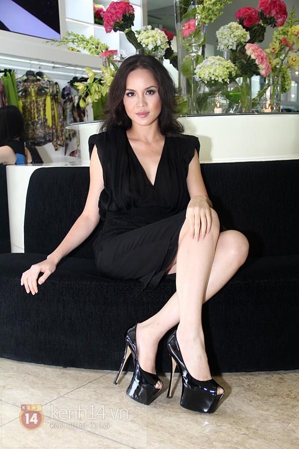 Kiều nữ Việt kém xinh đẹp vì lỗi trang điểm dày phấn 4