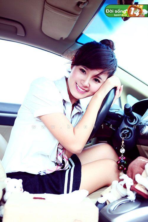 Những hot girl Việt còn ít tuổi mà đã sở hữu xế hộp bạc tỷ 2
