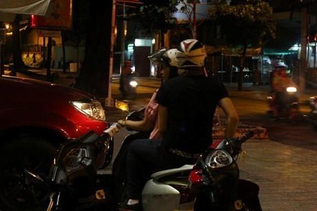 Các bà mẹ của sao Việt làm gì khi con vướng scandal? 2