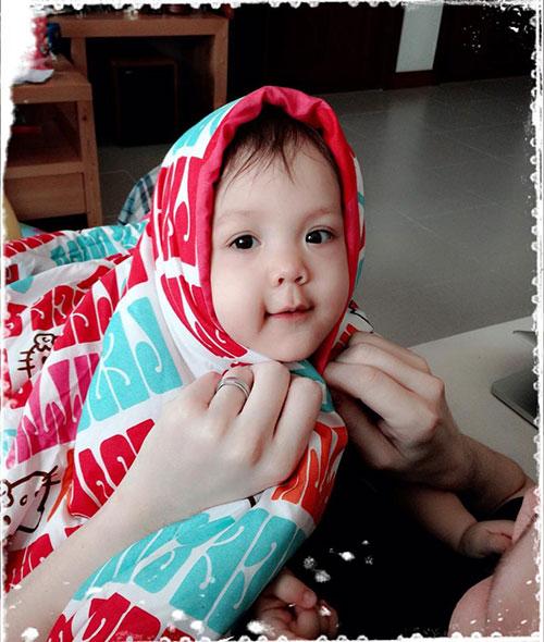 Con gái Bích Huyền lai Tây càng lớn càng xinh 4